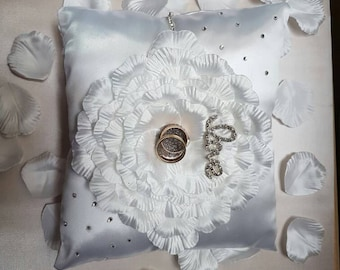 Wedding rings cushion