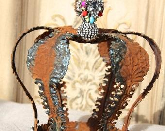 Embellished Metal crown, wedding crown, crown decor, Mediterranea Design Studio, rustic crown, crown cake topper, rusted metal, party decor