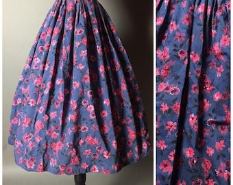Vintage 50s skirt / 1950s skirt / floral skirt / full pleated skirt / cotton skirt / navy pink skirt / 6018