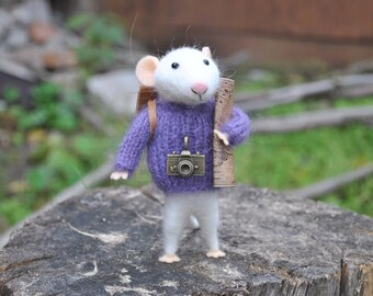 Traveler mouse Needle felted animal Miniature animal soft sculpture stuffed animal Fairy tale animal Felted ornament Felt mouse