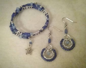 Blue and sliver memory wire charm bracelet with matching earrings