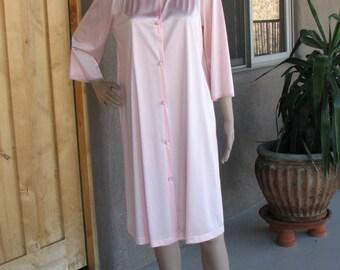 Vintage Pink Short Bathrobe, by Vanity Fair, Vintage Robe, 3/4 Length Sleeves