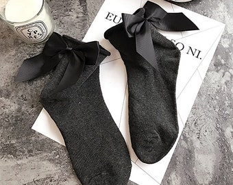 Glamorous thin socks with cute bow! Black charcoal sock and bow