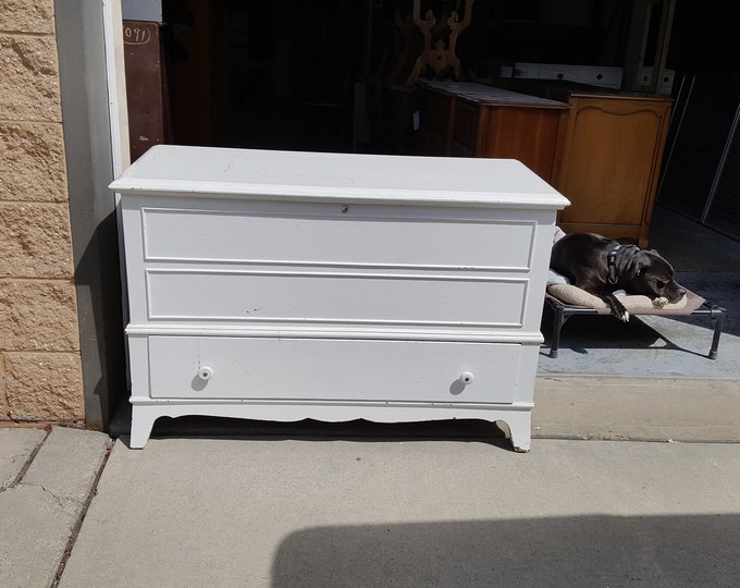 Vintage Trunk Cedar Chest PICK UP ONLY. painting incl. Storage Trunk Bench, family room, table, bench