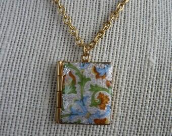 Vintage Enamel Floral Design Locket Pendant Charm Necklace Gold tone