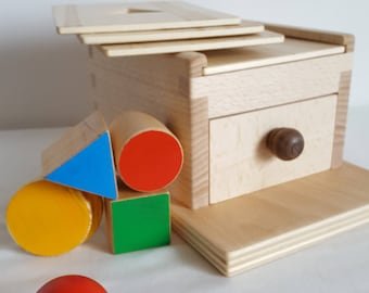 Montessori Object Permanence Box with a sphere - Mastro Jouets