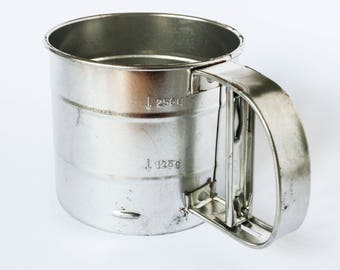 Sifter for powdered sugar - Vintage kitchen accessory 60s 70s for icing cake or baking flour