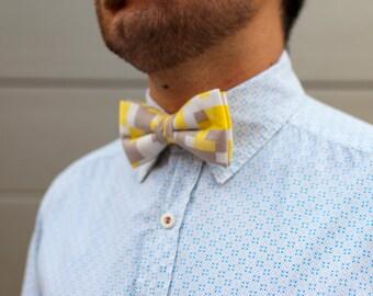 Bow 59. Mosaico amarillo/ Yellow mosaic/ Mosaïque jaune. Pajarita hecha a mano con tela de algodón de gran calidad.