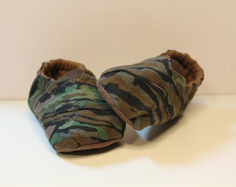 Camo Print Baby Toms Inspired Baby Booties Shoes, camouflage baby slipper shoes