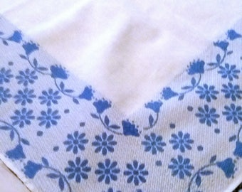 "Vintage 40's - 50's Classic Blue and white Linen Table Cloth 48"" X 52"""