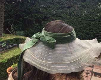 Rare 1930s pinwheel hat with velvet ribbon trim. Wedding races or garden party