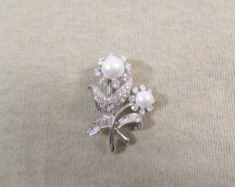 Vintage Silver Tone Flower Brooch Pin With Faux Pearls And Rhinestones DL# 4849