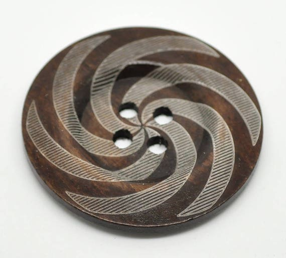 BB60109 - 1 BUTTON WOOD BROWN 6 CM LARGE