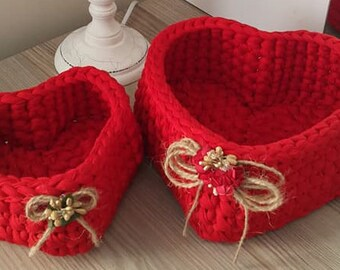 Red set of 2 hearts baskets