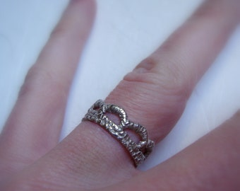 Scallop Lace womens band ring in solid 14k white gold