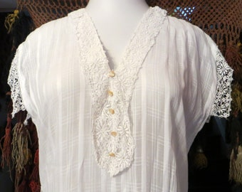 Victorian/20s Windowpane Cotton Day Dress with Lace/Button Trim, Larger Size