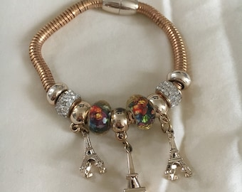 Magnetic Dangling Bracelet with 3 Eiffel tower trinket