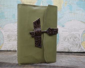 Leather Journal Refillable - Moss green with key