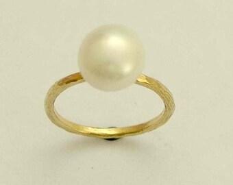 14K Gold Ring, yellow gold ring, single pearl ring, peacock pearl ring, peach pearl ring, brushed gold ring, thin ring - Young Love. RG1533