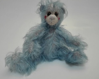 BOWEN, a hand stitched artist bear made of Schulte mohair.