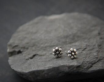 Teeny tiny sterling silver flower stud earrings, oxidized silver. silver 925, small post earrings, floral, everyday, child, minimalist