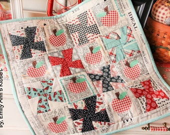 applekins mini quilt pattern by emily ann's kloset PDF