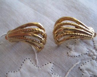 Vintage Gold Tone Swirled Design Clip On Earrings