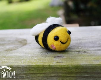Needle Felted Bumble Bee - Felt Bumble Bee Sculpture - Felted Bee Home Decor - Gifts for Bee Lovers - Miniature Bumble Bee Sculpture