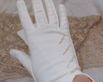 "Gloves Vintage Off White Soft Gloves 9"" Long Medium (123A)"
