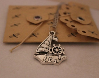 Sailboat Necklace / Boat Pendant / Gift Jewelry / Cute gifts / Boat / Nautical jewelry / costume necklace / sea / birthday gift