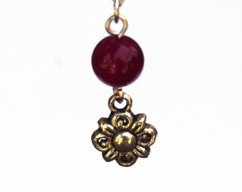 Agate and Flower charm necklace - Fuchsia agate gemstone - Tibetan silver flower charm