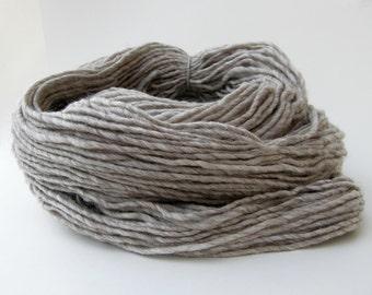 Light Gray Weaving Yarn, Navajo Weaving Yarn, Grey Wool Yarn, 4oz skein
