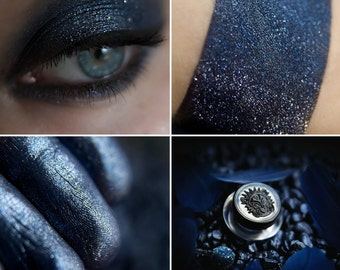Eyeshadow: Lady Night - Undead. Blue and silver glittering eyeshadow by SIGIL inspired.