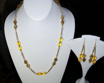 A Beautiful Citrine and Tiger Eye Necklace and Earrings. (2017204)