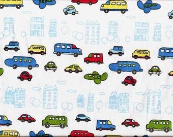 tissu pour enfants / Voitures, camions, avions multicolores sur fond blanc