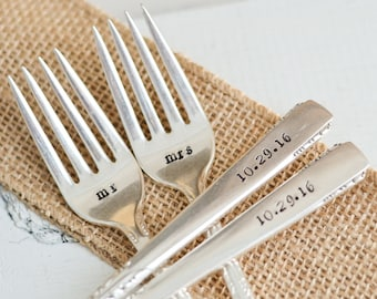 Mr & Mrs Wedding Forks - Custom Wedding Date Fork Set - Hand Stamped Vintage Forks - Engagement Gift - Engraved Forks - Cake Forks
