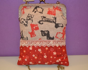 Bag of fabric printed with kiss clasp