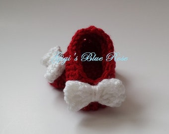 Newborn Crochet Baby Slippers/Crochet Baby Booties/Crochet Baby Crib Shoes/Ready to Ship