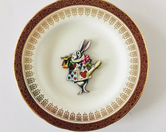 White Rabbit Hearts Uniform from Alice in Wonderland on Cream Display Plate 3D Sculpture with Dark Red and Gold Border for Wall Decor Gift