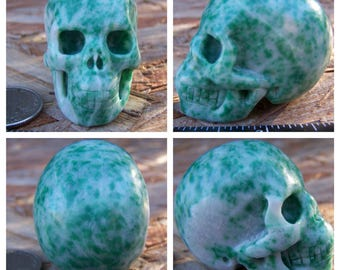 "1.93"" Emerald Fuchsite Skull 3.1oz 89.2g Realistic Hand Carved Handmade Crystal Healing Magick Metaphysical Reiki Wicca Altar Shrine SK1585"