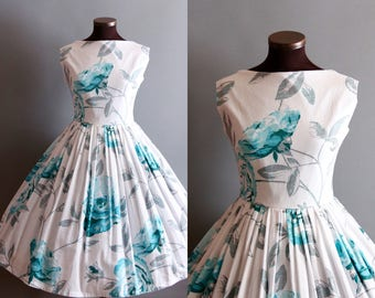 1950s Style White and Blue Rose Floral Print Full Pleated Skirt Cotton Dress