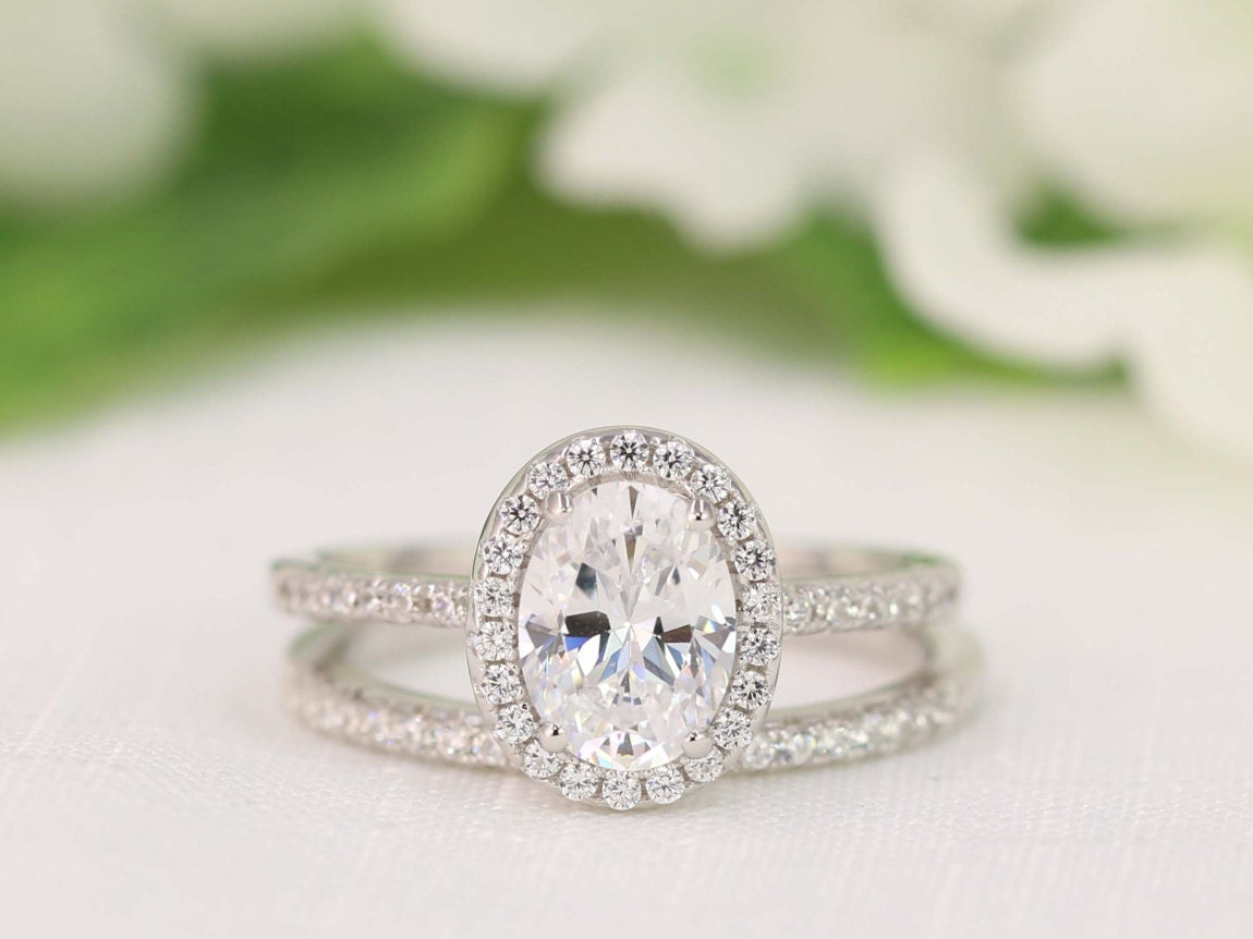 zoom - Halo Wedding Ring Set
