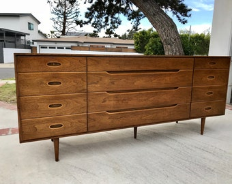 MID CENTURY MODERN 9 Drawer Dresser/Changing Table/Media Stand/Bathroom Vanity (Los Angeles)