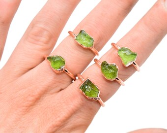 Raw PERIDOT Ring // crystal ring / rough Peridot ring / August Birthstone Ring / Peridot ring / Peridot Copper Ring / Peridot Stone ring