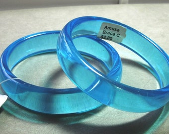 Vintage Pre-owned but Never Worn w Original Tags NOS / Dead Stock 1970s-80's Clear Blue Half Inch Collectible Plastic Bangles