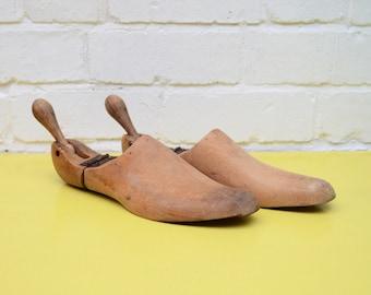 Vintage Wooden Shoe Lasts, Pair of Wooden Shoe Forms, Folding Shoe Lasts, Size 8.5 Shoe Lasts, Rustic Wooden Shoe Stretchers, Decorative
