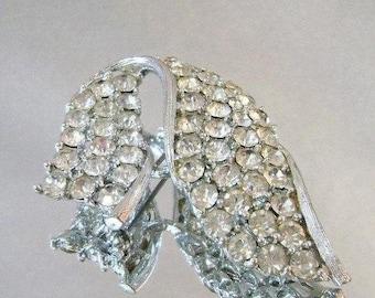 BIG SALE Vintage Rhinestone Swoop Brooch. Lisner.  Rhodium Plated Silver Swoop Rhinestone Pin.  Wedding Brooch.