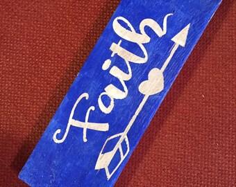 """Wood """"Faith"""" Sign"""