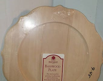 Chippendale (Scalloped) Basswood Plate
