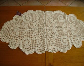stunning oval doily in Ecru color